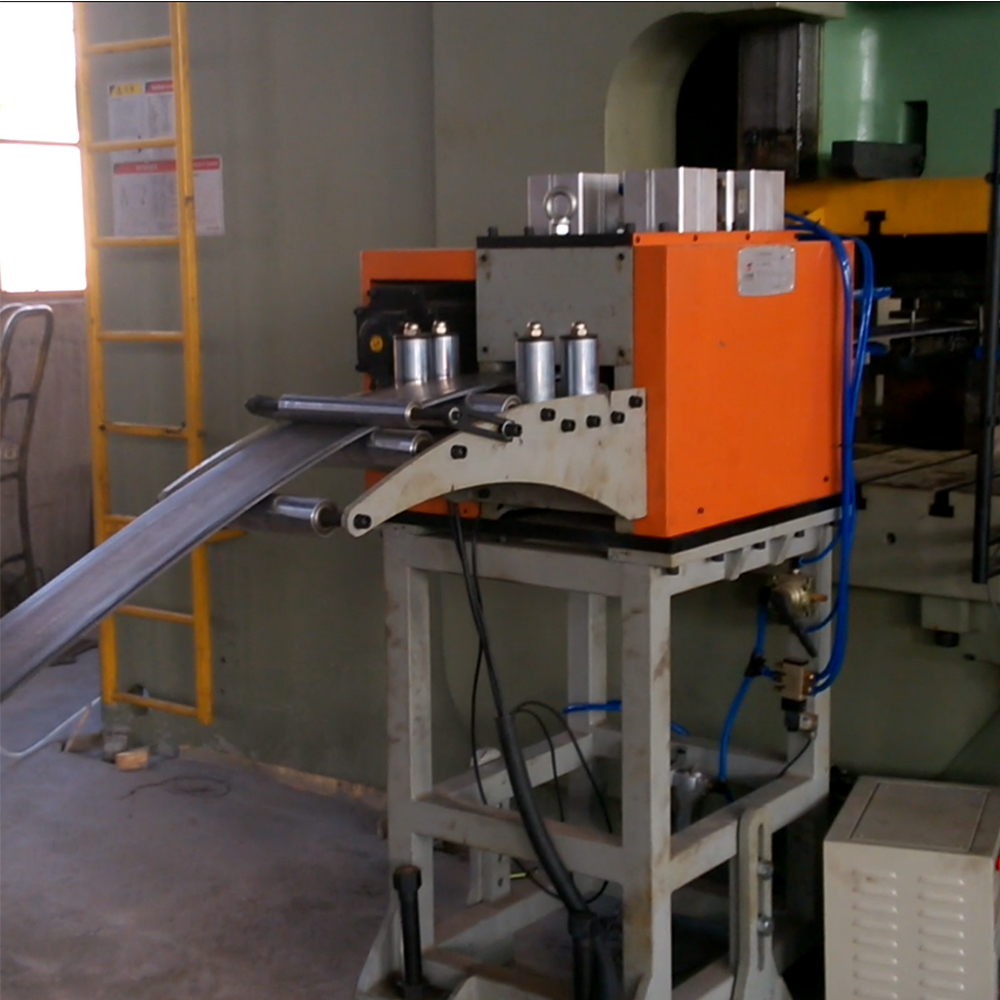 NCH Type NC Servo Roll Feeder For Sheet Thickness: 0.5mm~6.0mm, Pneumatic Release System
